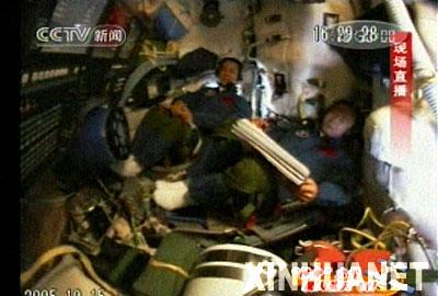 文字播报:胡锦涛同航天员及控制人员对话实录
