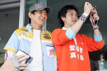 图文:F1开幕式明星云集 林志颖与陈维良