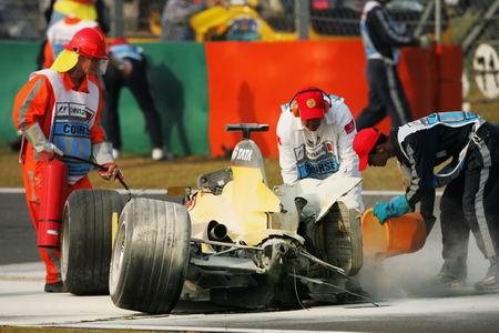 05赛季F1比赛在上海落幕 阿隆索助雷诺成双冠王