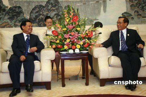图:陆兵拜会缅甸总理梭温