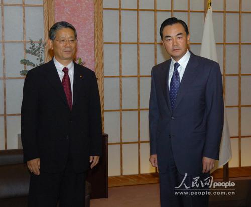 王毅就小泉再次参拜靖国神社向日外相提出强烈抗议(图