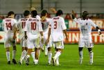 图文:卡利亚里VSAC米兰 西多夫祝贺舍瓦进球
