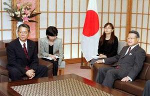 日本首相小泉为何选在10月17日参拜靖国神社?