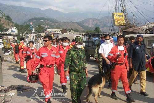 组图:中国国际救援队在巴基斯坦剪影(4)
