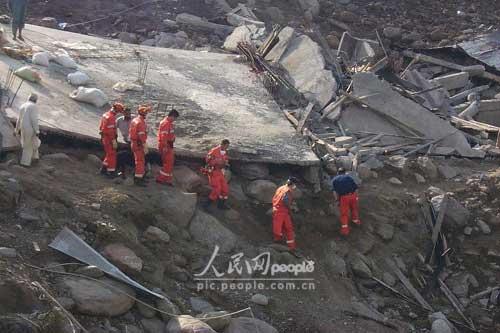 组图:中国国际救援队在巴基斯坦剪影(5)
