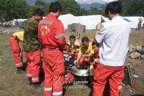 组图:中国国际救援队在巴基斯坦剪影(6)