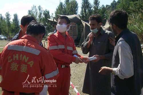 组图:中国国际救援队在巴基斯坦剪影(7)