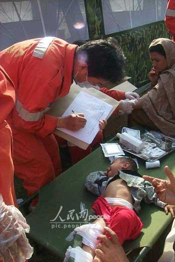 组图:中国国际救援队在巴基斯坦剪影(8)