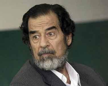 """萨达姆今日受审特别法庭要""""一案""""定生死"""