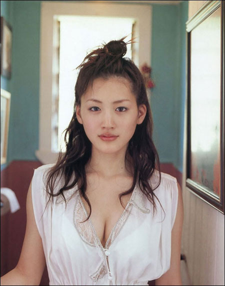 激情荡漾 日本美女绫濑遥推出性感写真组图