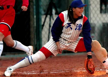 图文:十运会女子垒球
