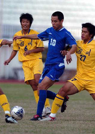 图文:十运会足球5至8名排位赛