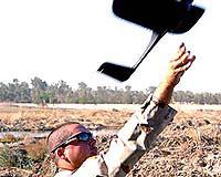 美新型战术微型无人机 可折叠放入背包手持放飞