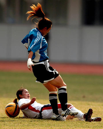 图文:十运会女子足球半决赛