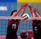 图文:十运会女子排球 河南队员拦住对方扣球
