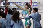 图文:十运刘翔110米栏夺冠 飞人赛后欢呼胜利