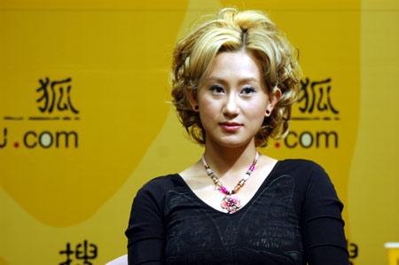 赵文卓女友张丹露做客:结婚只是一张纸的形式