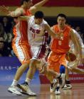 图文:十运会篮球 李楠比赛中带球突破