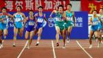 图文:刘翔客串接力决赛 刘翔在比赛中
