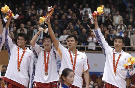 图文:男子篮球解放军夺冠