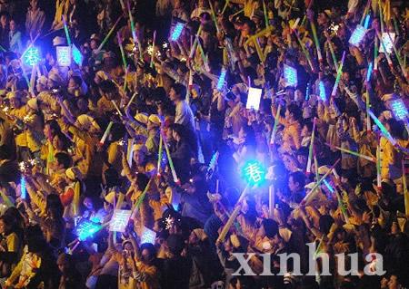五强出席 杭州超级女声演唱会引爆激情(组图)