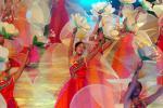 图文:十运会隆重闭幕 美少女舞蹁跹