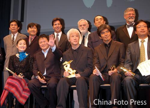 组图:东京电影节闭幕 中国奶奶金雅琴封后