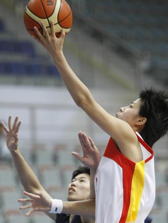 图文:中国女篮56-79中国台北