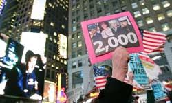 美反战民众在新兵招募站示威游行