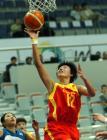图文:中国女篮75-67胜韩国 张晓妮比赛中上篮