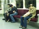 韩国地铁车厢内的疯狂