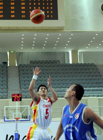图文:中国男篮83-47胜香港