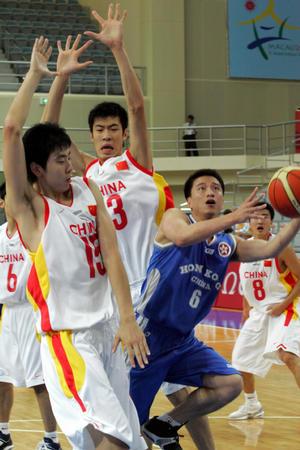 图文:中国男篮胜香港队