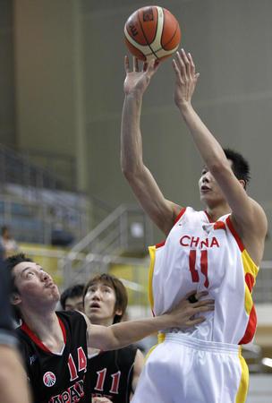 图文:中国男篮负日本无缘决赛