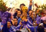 图文:大连实德第八次夺冠 实德队队员欢庆胜利