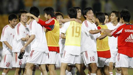 图文:东亚运动会男足夺冠