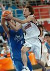 图文:中国男篮险胜韩国夺铜牌 五十岚圭进攻