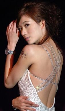 组图:林志玲代言名表 性感晚礼服展完美胸线