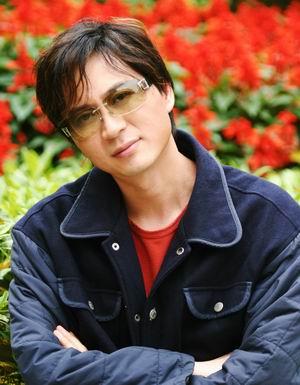 专访《星》作曲:李小兵   人物背景简介:   青年作曲家,广州星海
