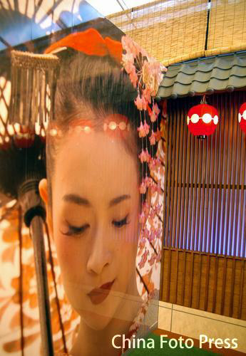 章子怡写真展日本举行 多面造型魅力四射(图)
