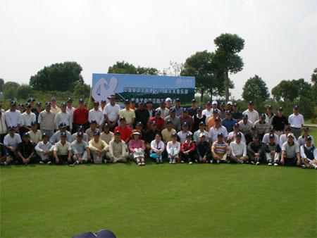 图文:全球通高尔夫球锦标赛 江苏赛区选手合影