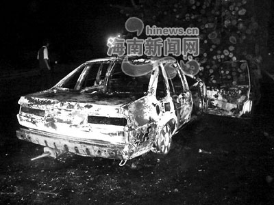 西线高速发生汽车追尾事故 轿车追撞卡车起火一死一伤高清图片
