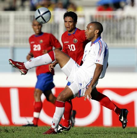 [体育](1)足球�D�D友谊赛:法国险胜哥斯达黎加