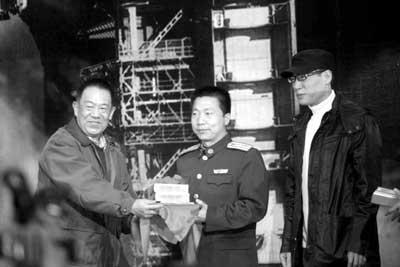 《神舟》首映杨利伟捧场