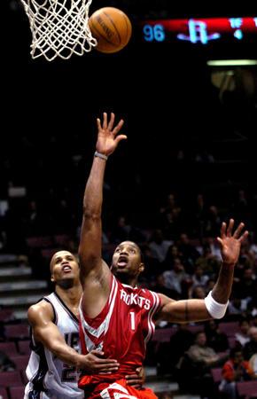 [体育](6)篮球�D�DNBA:火箭破网
