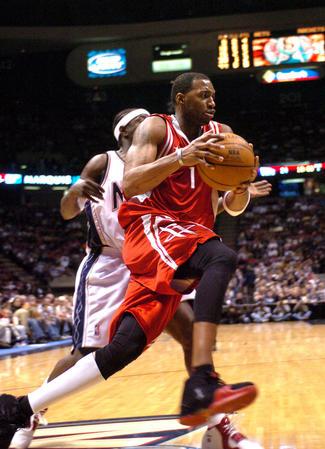 [体育](4)篮球�D�DNBA:火箭破网