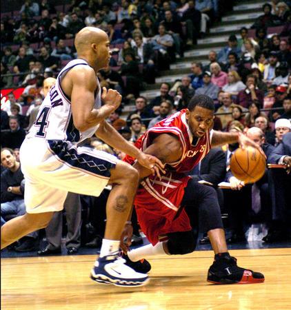 [体育](1)篮球�D�DNBA:火箭破网