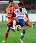 图文:意大利客场3比1胜荷兰 加图索护球