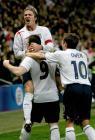 图文:英格兰胜阿根廷 贝克汉姆和欧文庆祝