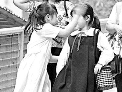 女儿掌掴同学被拍 林忆莲痛骂传媒不道德(图)